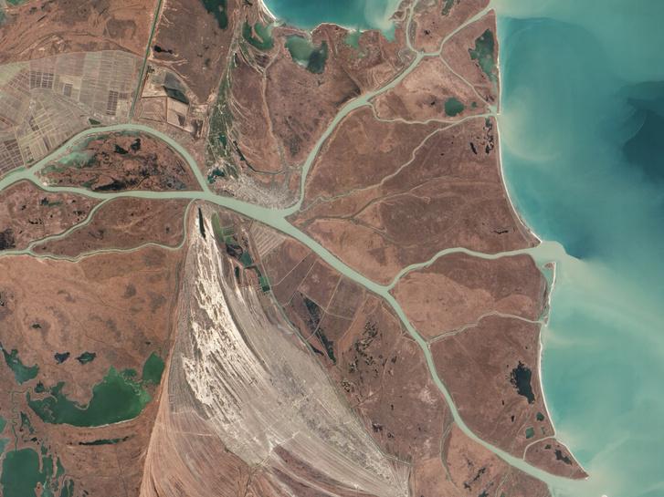 Earth Observing-1 (EO-1, Földmegfigyelő) műhold Advanced Land Imager (ALI) kamerája által 2013. február 5-én készített felvétel a Duna deltájáról, középen Vilkove településsel