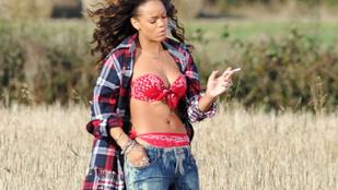 Rihanna már készül a Valentin napra, saját fehérneműiben szexizik