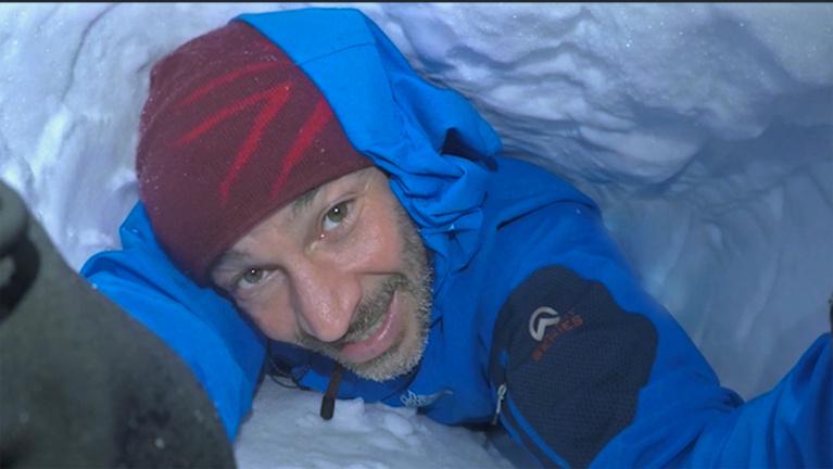 Élve eltemettek a hó alá