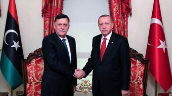 A líbiai parlament szerint hazaáruló a török katonai segítségről egyezkedő kormányfő