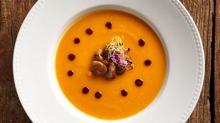 Télen a legfinomabb: meleg, csilis narancsleves mézeskalácsmorzsával és sült gesztenyével