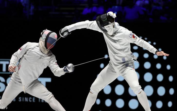 Siklósi Gergely az orosz Szergej Bida ellen a vívó-világbajnokság férfi párbajtőr versenyének döntőjében a budapesti BOK Csarnokban 2019. július 19-én.
