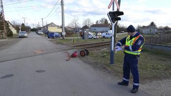 Kerti traktorral ütközött a vonat Tiszaalpáron