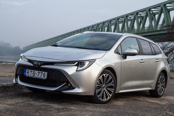 Ha tetszik valakinek, ha nem, egy biztos: a Toyota legalább nem ugyanazt az egyenarcot pakolja az összes autójára, mint a németek