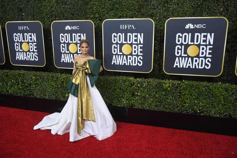 Galériánkat Jennifer Lopez szintén különös szerelésével zárjuk