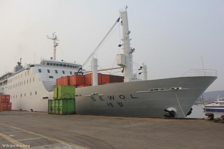A dél-koreai MV Szevol nevű komp 2014. április 16-án szenvedett végzetes balesetet. A hajó helyi idő szerint délelőtt 9 óra (magyar idő szerint hajnali 2 óra) körül adott le vészjelzéseket kb. 3 km-re Kvanmedo szigetétől, majd hamarosan felborult és két óra alatt elsüllyedt.