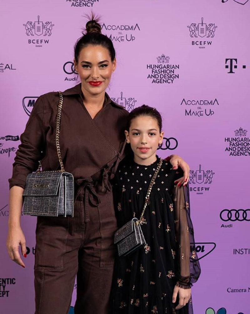 Görög Zitát a Budapest Central European Fashion Weekre kislánya kísérte el, akivel együtt pózoltak.