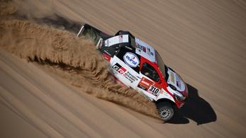 Fernando Alonso sziklának ütközött a Dakar-ralin
