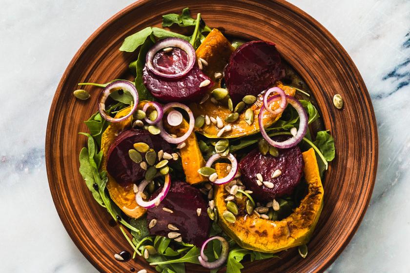 Isteni, fűszeres zöldségsaláta melegen: laktató, mégsem hizlal