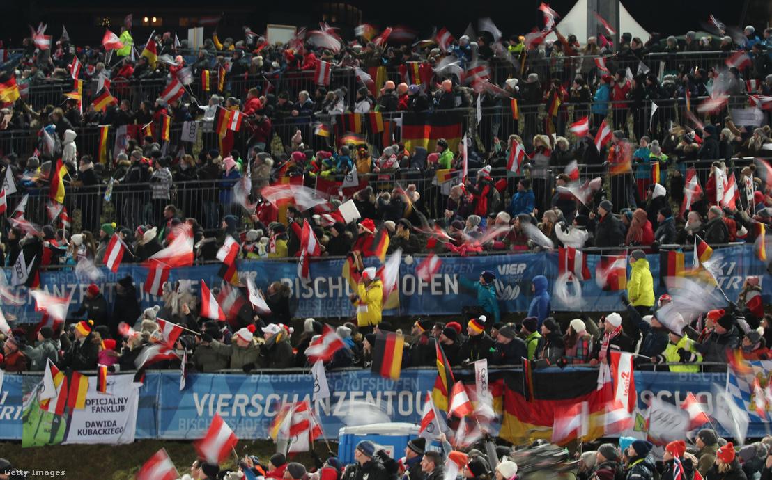 Közönség a bischofshofeni verseny első körében 2020. január 6-án