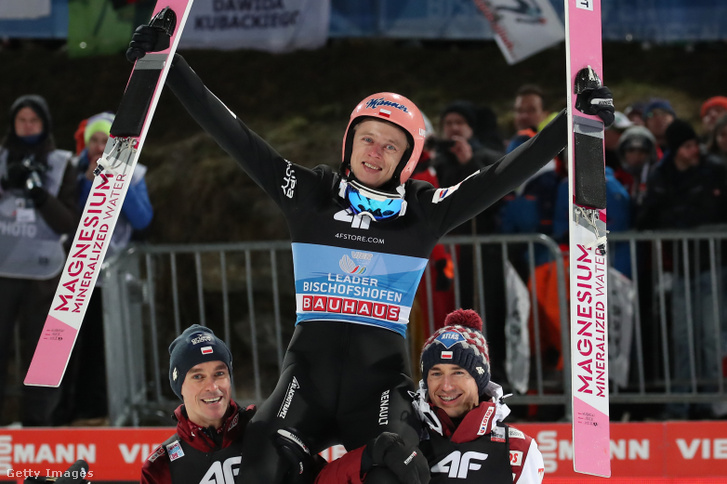 Dawid Kubacki ünnepli győzelmét Bischofshofenben 2020. január 6-án