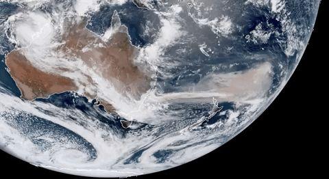 Az Ausztrália partjaitól több mint 3000 kilométerre hatoló füstfelhők