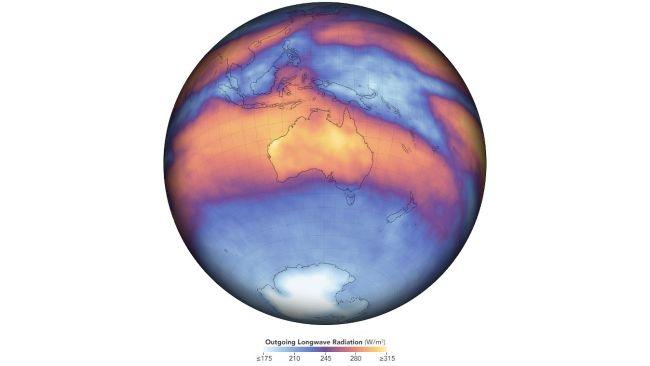 A Terra műhold által mért hosszúhullámú sugárzás térképe, ami a tüzekből felszabaduló hőt jeleníti meg.