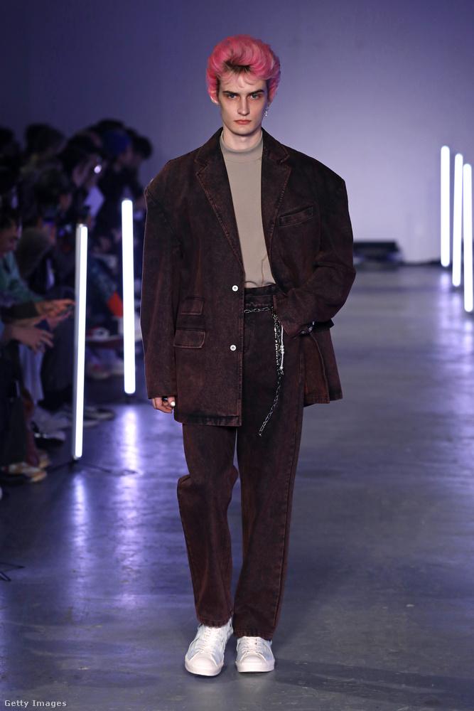 És Feng Chen Wang vonzó frizurájú modelljével zárjuk ezt a képsorozatot.
