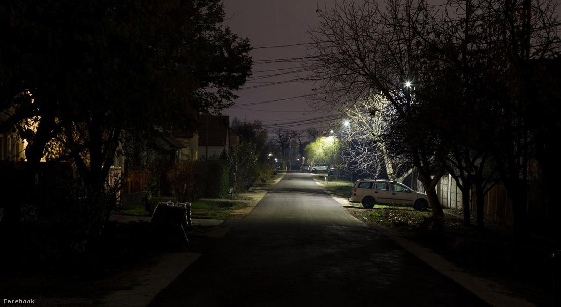Gyál, Mikszáth Kálmán utca 10 hiányzó lámpatesttel