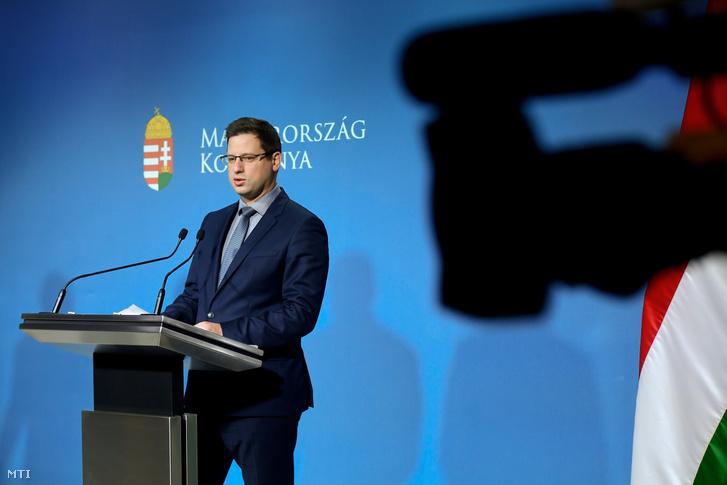 Gulyás Gergely, a Miniszterelnökséget vezető miniszter a kormányinfó sajtótájékoztatón a Miniszterelnöki Kabinetiroda Garibaldi utcai sajtótermében 2019. december 12-én
