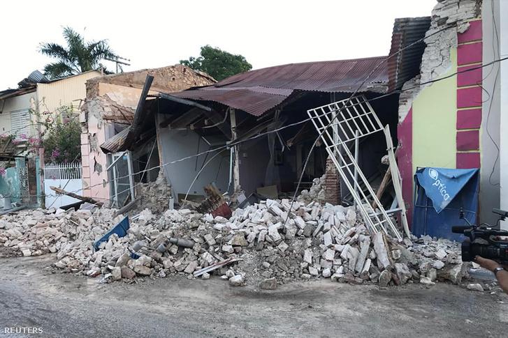 Leomlott ház a keddi rengést követően