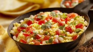 Velőrajongók, figyelem! Reggelire is tökéletes ez a velő tojással és friss zöldségekkel