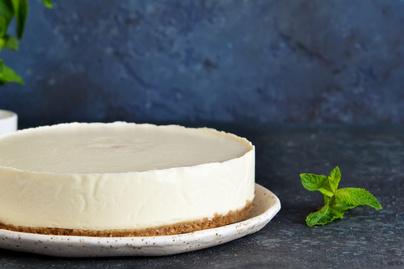 Puha, krémes fehér csokis sajttorta – Sütés nélkül készül