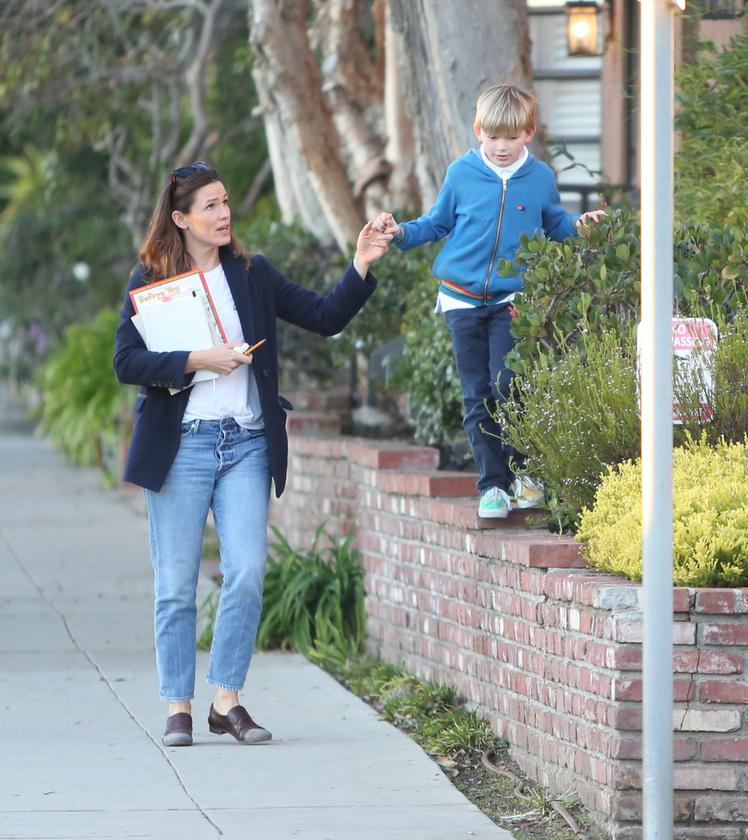 A minap kis híján komoly sérülést szerzett Ben Affleck és Jennifer Garner kisfia, Samuel