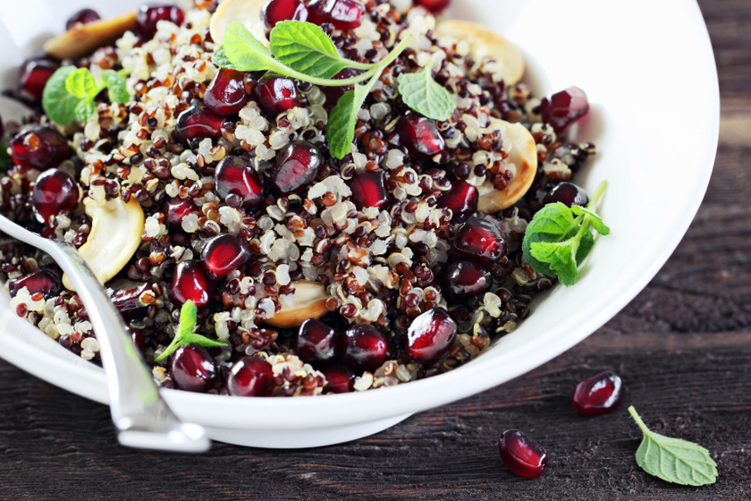 quinoa saláta gránátalmával
