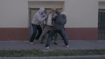 Az utcán verik meg Scherer Pétert Reisz Gábor új klipjében