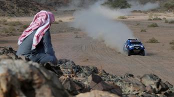 A francia legenda nyerte az újabb Dakar-szakaszt, Alonso zárkózik fel