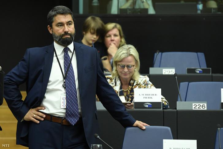Hidvéghi Balázs a Fidesz-KDNP EP-képviselője az Európai Néppárt képviselőcsoportjának ülésén az Európai Parlamentben (EP) Strasbourgban 2019. július 15-én.