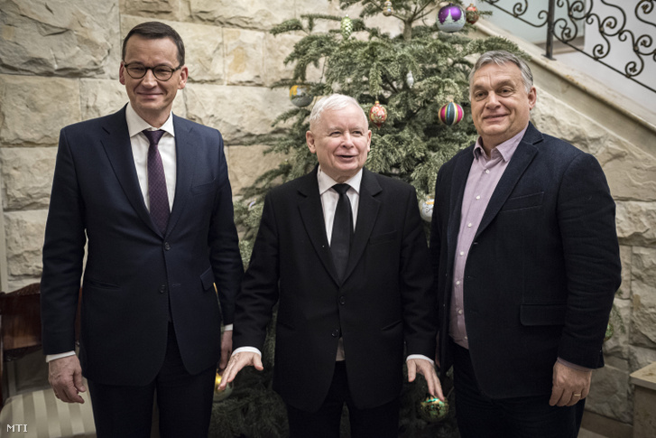 Orbán Viktor miniszterelnök (j) Jaros³aw Kaczyñski a kormányzó Jog és Igazságosság (PiS) párt elnöke (k) és Mateusz Morawiecki lengyel miniszterelnök (b) találkozója Varsóban 2020. január 7-én.