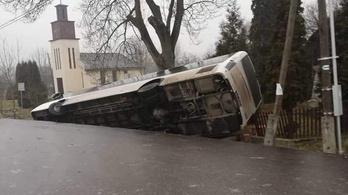 Jégpáncél borítja az utakat Észak-Magyarországon