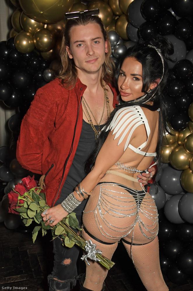 Ezen a képen egy szerény hírnévnek örvendő pár látható, ők Elijah Rowen színész és Natasha Grano modell-influenszer