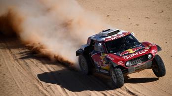 Sainz odalépett a Dakaron