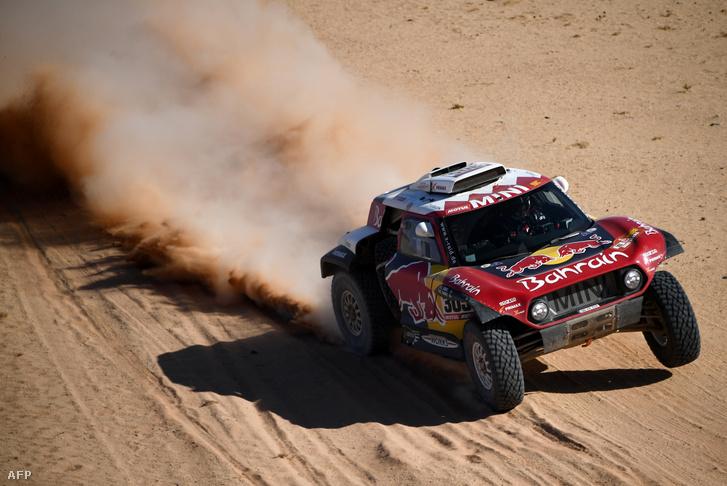 Carlos Sainz a sivatagban