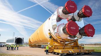 A NASA holdrakétája elhagyta a gyárat