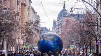 Mennyire állják ki a valóság próbáját Orbán szavai klímaügyben?