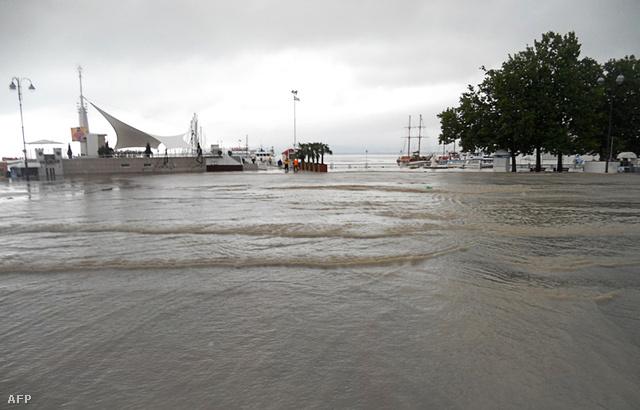 Az áldozatok többsége vízbe fulladt, de a terület székhelyén, Krasznodarban öt ember áramütés miatt veszítette életét. Az áldozatok között nincs külföldi turista.