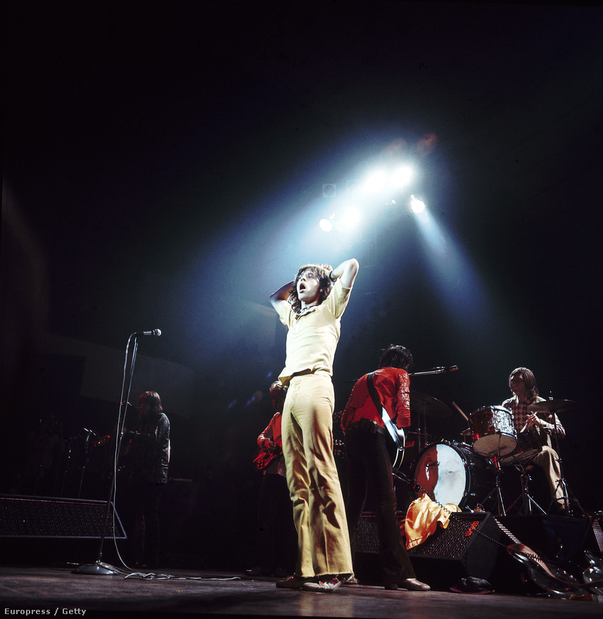 A Rolling Stones egy 1971-es koncerten. Keith Richards gitáros bármennyire is haragban volt Mick Jaggerrel az évek során, azt sosem vitatta, hogy az énekes a világ egyik legjobb frontembere, és bármilyen színpadon képes eladni a zenekart.