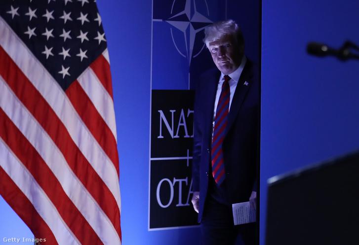 Donald Trump a NATO 2018-as találkozó sajtótájékoztatójára érkezik Brüsszelben