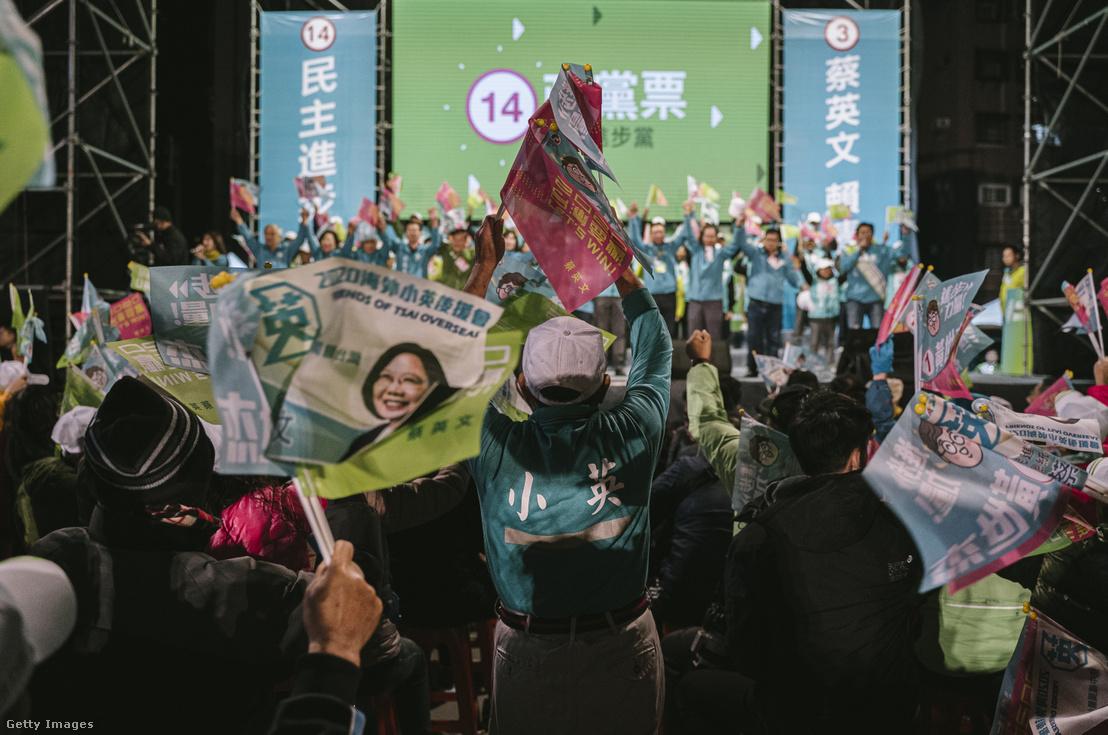 Caj Ing-ven támogatói a DPP tajpeji kampányrendezvényén 2020. január 8-án