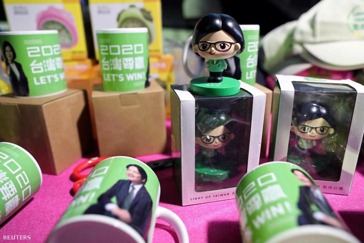 A tajvani elnökválasztási elnökjelölt Caj Ing-ven promóciós termékei Yunlinban 2020. január 6-án