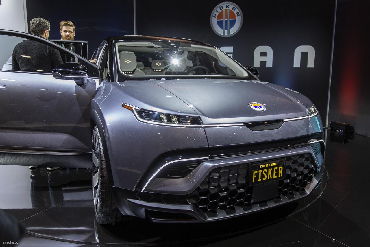 A hivatalosan a CES-en debütált Fisker Ocean többé-kevésbé a Tesla Cybertruckra adott praktikus válasznak tekinthető, mármint annyiban, hogy a világ láthatóan imádja a valamikor pár év múlva piacra kerülő avantgárd elektromos önvezető SUV-t, amire Henrik Fisker válasza az, hogy 2021 végén gyártani kezdik az Ocean-t, ami 250 dollárért előrendelhető, és összességében 10-20 ezer dolláral olcsóbb lehet mint Elon Musk vonalzóval rajzolt járgánya.