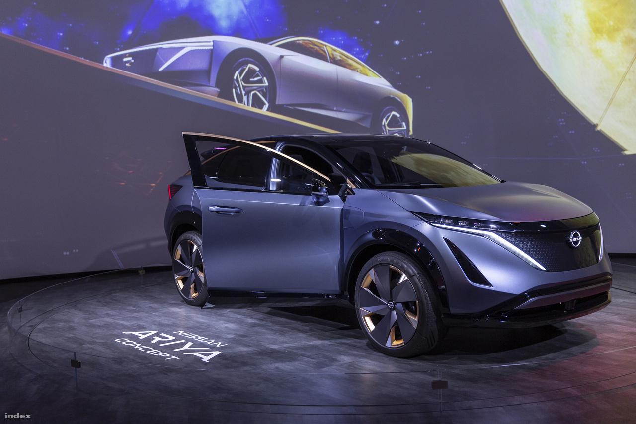 Ha minden igaz, a Nissan Ariya elektromos koncepcióautó nem marad örökké prototípus, sőt már 2020-ban piacra kerül, nem titkoltan azzal a feladattal, hogy leváltsa az egyre kevesebb eladást produkáló Nissan Leafet. A nagyjából 480 km hatótávolságú Ariya képes önvezető módban közelekdni, a Nissan saját fejlesztésű ProPilot Assist technológiája második generációs változata tudja adott feltételek mellett A-ból B-be eljuttatni az autó utasait.