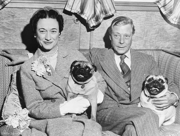 Wallis Simpson, Edward király és két eb.