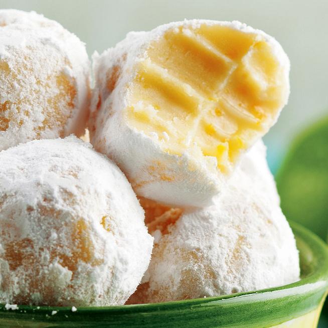 Gyors, sütés nélküli, fehér csokoládés trüffelgolyó: a citromtól különleges