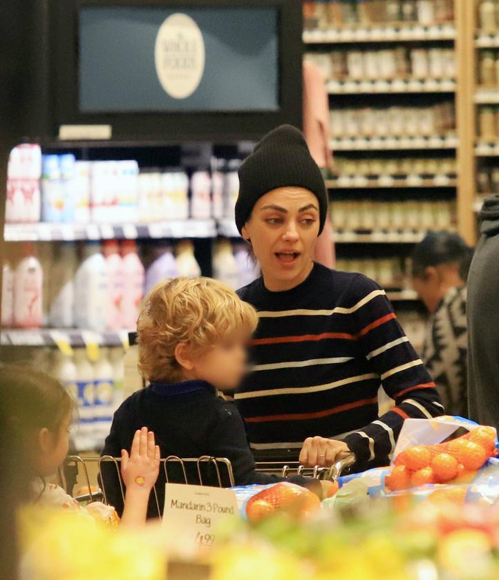 A színésznőt természetesen kislánya, Wyatt Isabelle is elkísérte a bevásárlókörútra.