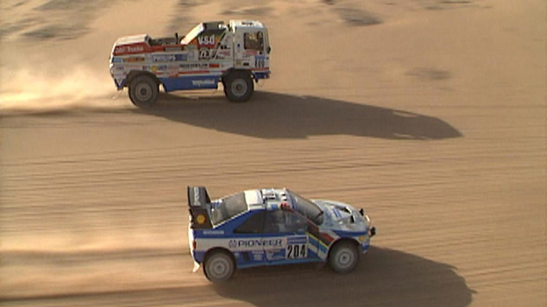 A tíztonnás kamion, ami 200 km/h-nál előzte az autókat a Dakaron