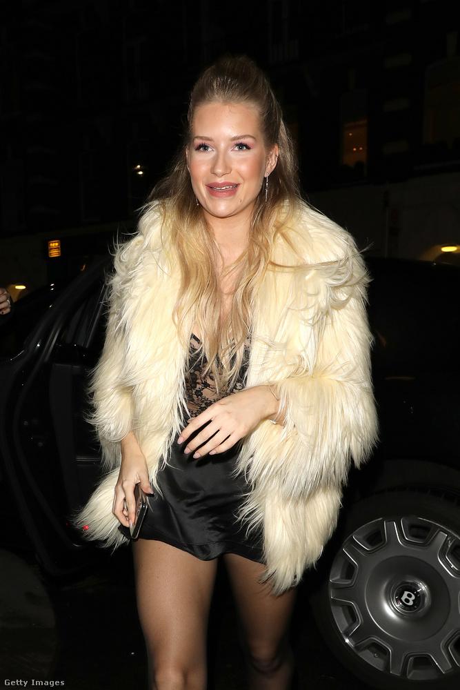 Ő a születésnapos, Lottie Moss, azaz Kate Moss szupermodell szintén manöknekedő féltestvére.
