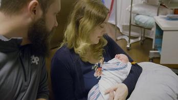Átültetett méhben kihordott baba született Amerikában