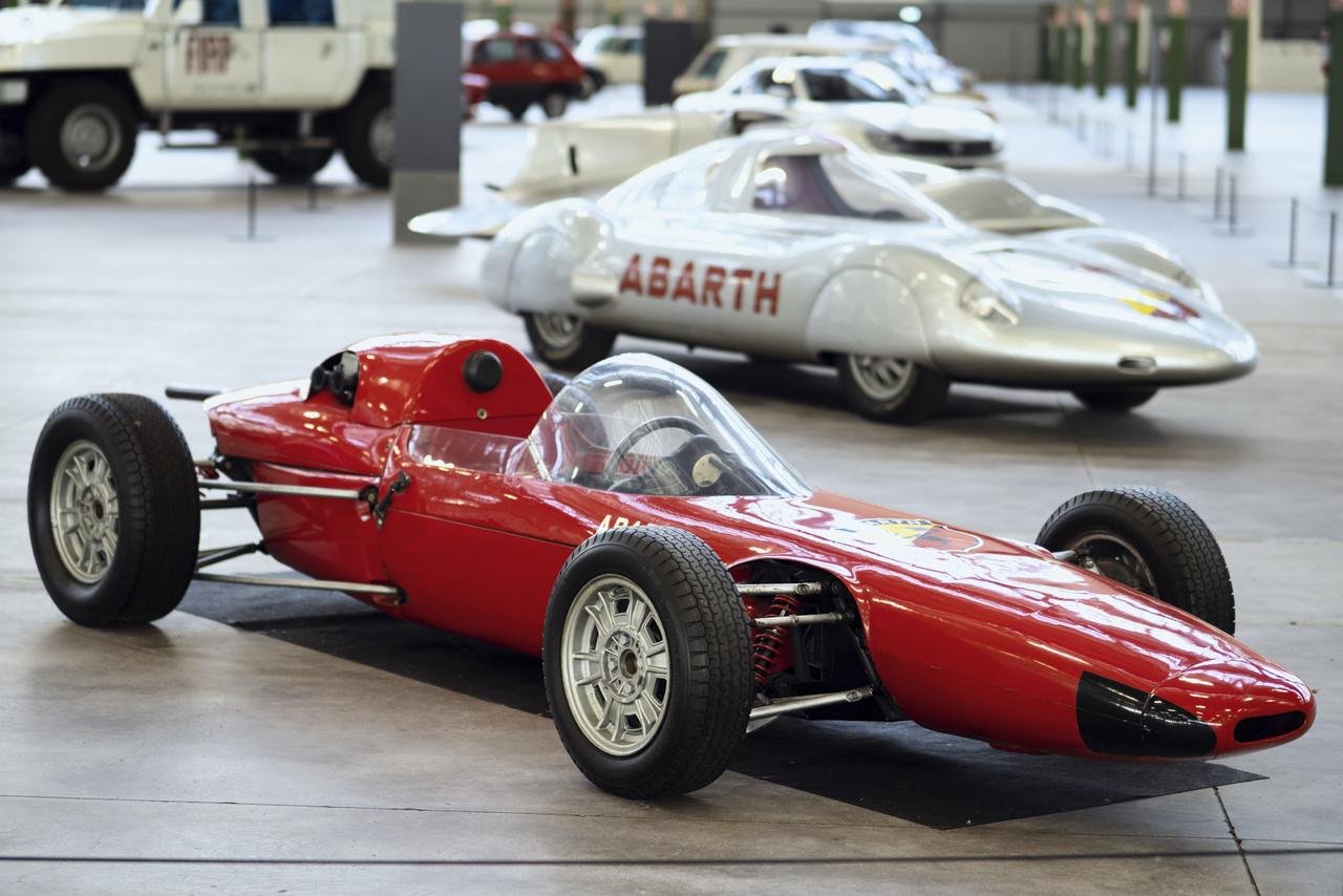 Abarth 1000 Monoposto. A cég századik sebességi – ez esetben gyorsulási – rekordját szállította a 982 köbcentis, 105 lóerős gép, amelynek 225 km/h a vége. 1965 őszén a leggyorsabbnak bizonyult negyed mérföldön és 500 méteren is a 751-1100 köbcentis kategóriában.