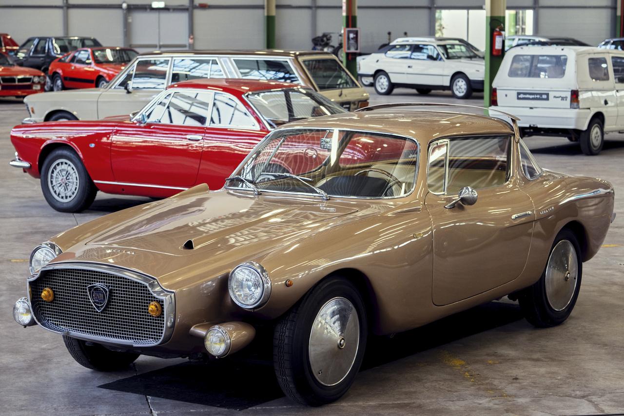 Általában nagyon tetszetősnek találom a Lancia hatvanas évekbeli formáit, de ez az egyedi Flaminia Loraymo szerintem feltűnően csúf, pedig nem kisebb tervező, mint Raymond Loewy munkája. Az alumínium karosszériát a Motto készítette Torinóban.